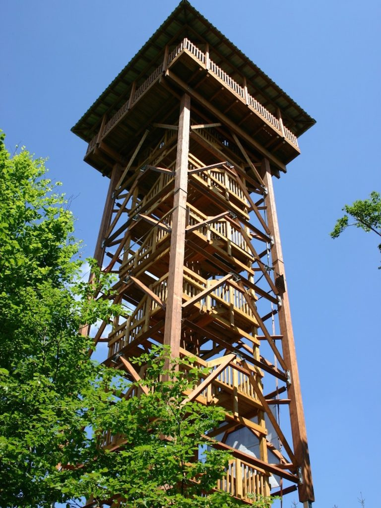 Aussichts- und Museumsturm auf dem Hungerberg errichtet